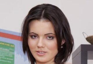Vanessa Decker (M)